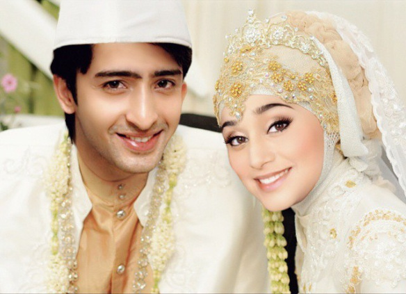 Shaheer Sheikh and Soumya Seth 'married' in Indonesian tradition [via Instagram]