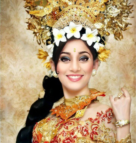 Soumya Seth in Balinese Costume [via Instagram]