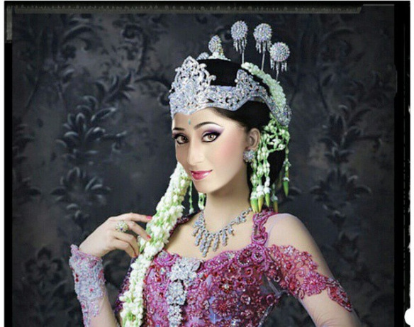 Soumya Seth in Sundanese Costume [via Instagram]