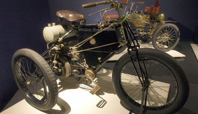 De Dion Bouton Tricycle [Image Source]